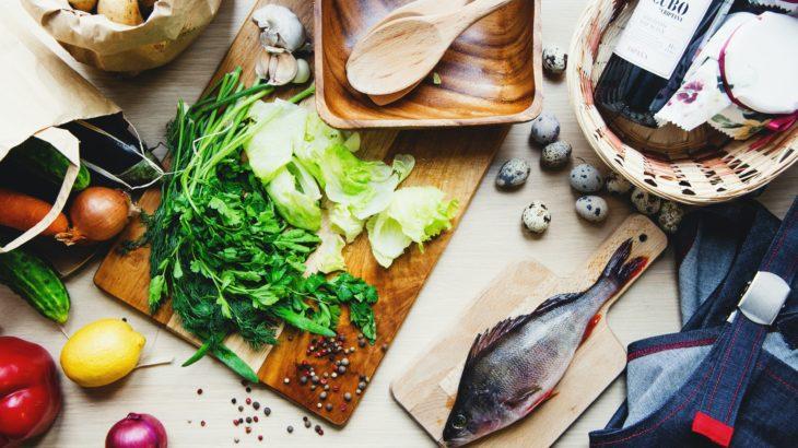 「健康的なお肌のための栄養素。脂質、ビタミン、ミネラル編」